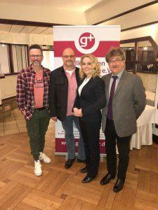 Das neue Vorstandsteam: Angelika Dreismann (1. Vorsitzende), Hartmut Salzmann (2. Vorsitzender, li.), Thomas Dominikowski (3. Vorsitzender, 2. v.l.) und Werner Rüting (Kassierer).